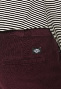 Dickies - FORT POLK - Trousers - maroon - 4