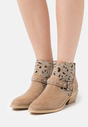 Ankle boots - vison