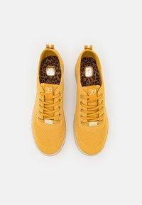 TOM TAILOR DENIM - Volnočasové šněrovací boty - yellow - 5