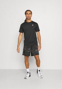 New Balance - ACCELERATE SHORT SLEEVE - Basic T-shirt - black - 1