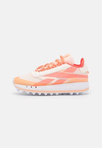 LEGACY 83 - Trainers - ceramic pink/aura orange/orange flare