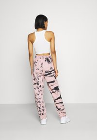 Missguided - TIE DYE JOGGER - Tracksuit bottoms - pink - 2