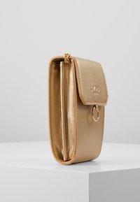 LYDC London - Taška spříčným popruhem - gold - 3