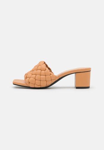 Sandaler - beige dark