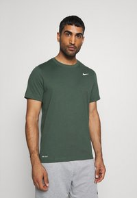 Nike Performance - DRY TEE CREW SOLID - Jednoduché triko - galactic jade - 0