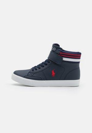 THERON BOOT - Sneakers hoog - navy/red