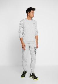 ASICS - CHEST LOGO CREW - Sweatshirt - mid grey heather - 1