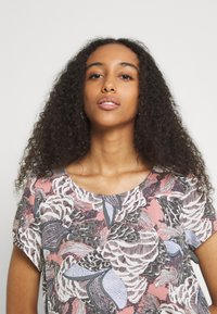 ONLY - ONLGUSTA LIFE  - T-shirts med print - ash rose - 3