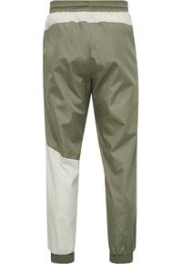 Hummel - HMLSULLIVAN PANTS - Trainingsbroek - vetiver - 7