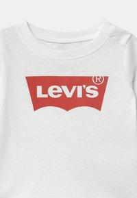 Levi's® - BATWING TEE - Topper langermet - white - 2
