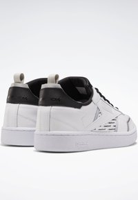 Reebok Classic - CLUB C REE:DUX SHOES - Sneaker low - white