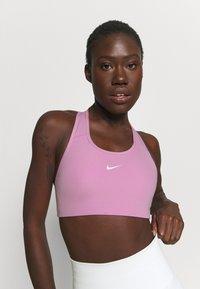Nike Performance - BRA - Sujetadores deportivos con sujeción media - beyond pink/white - 3