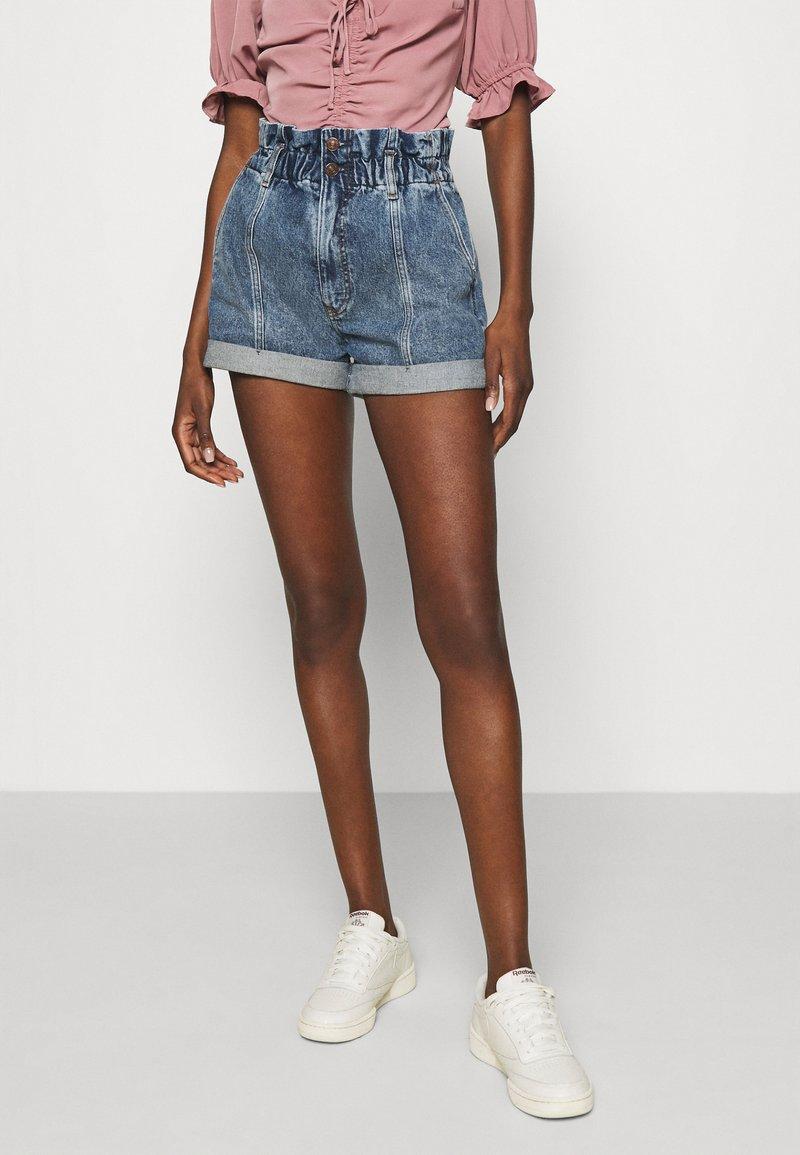Abercrombie & Fitch - Denim shorts - stone-blue denim
