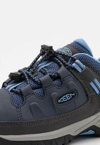 Keen - TARGHEE LOW WP UNISEX - Hiking shoes - blue nights/della blue - 5