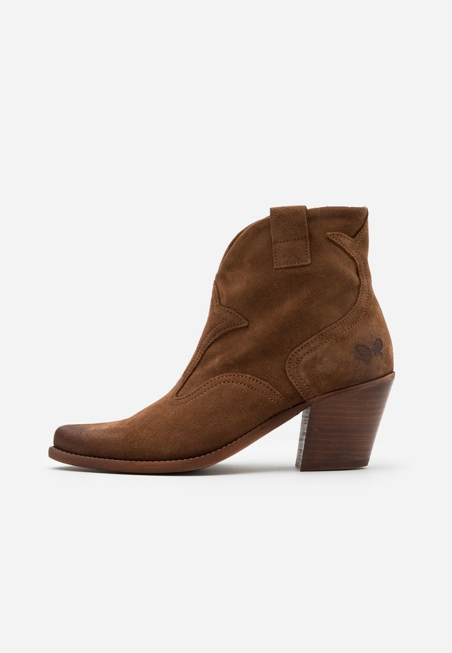 LAREDO - Cowboy/biker ankle boot - marvin brown