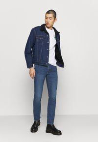 Levi's® - TYPE 3 SHERPA TRUCKER - Kurtka jeansowa - evening - 1