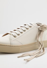 Belstaff - TREADWAY 2.0 TRAINERS - Trainers - offwhite - 5