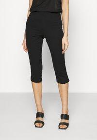 Vero Moda - VMLEXIE CAPRI PANT - Shorts - black - 0