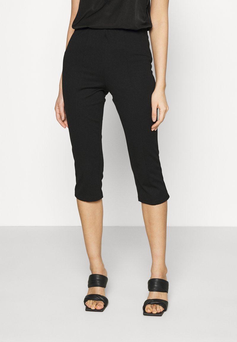 Vero Moda - VMLEXIE CAPRI PANT - Shorts - black