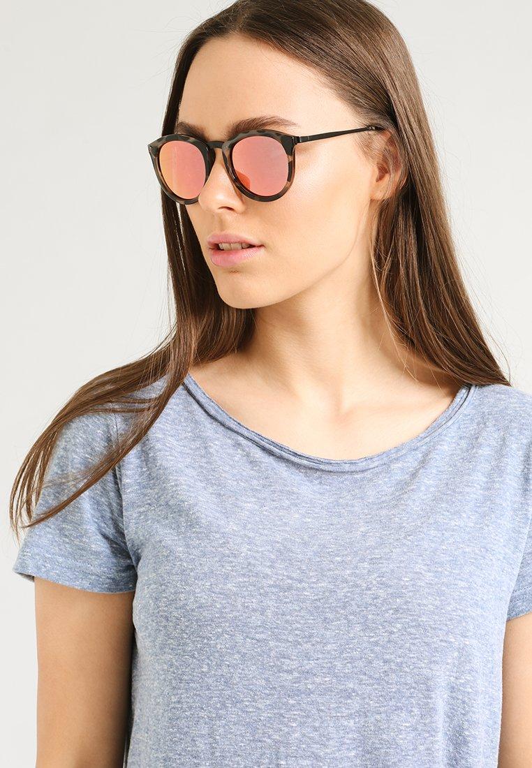 Le Specs - NO SMIRKING  - Sunglasses - coral