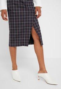 Strenesse - SAROTA - Pencil skirt - dark blue - 5