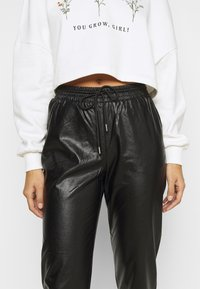 ONLY Petite - ONLMADY-CALLEE  - Trousers - black - 4