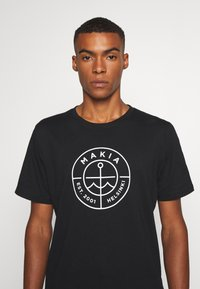 Makia - RE SCOPE - Print T-shirt - black - 4