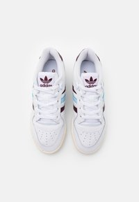 adidas Originals - RIVALRY SPORTS INSPIRED SHOES UNISEX - Zapatillas - footwear white/maroon/clear sky