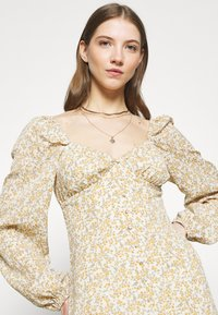 Missguided - FLORAL BUTTON THROUGH SWING DRESS - Kjole - cream - 3