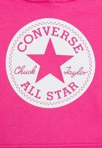 Converse - CHUCK PATCH CROPPED HOODIE - Felpa con cappuccio - pink - 2