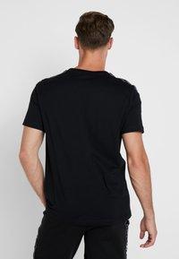 Champion - CREWNECK - T-shirt med print - black - 2