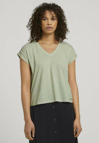 Basic T-shirt - light dusty green