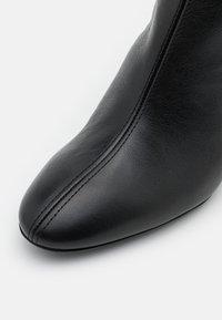 Furla - BLOCK BOOT  - Kotníkové boty - nero - 6