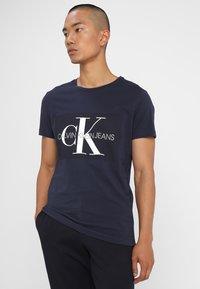 Calvin Klein Jeans - CORE MONOGRAM BOX LOGO SLIM TEE - Print T-shirt - night sky - 0