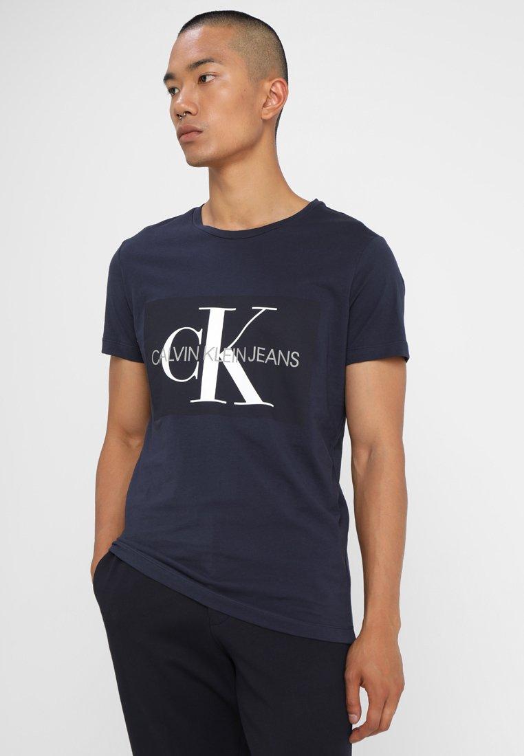 Calvin Klein Jeans - CORE MONOGRAM BOX LOGO SLIM TEE - Print T-shirt - night sky