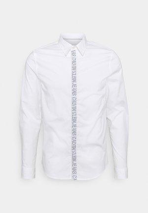SHADOW LOGO TAPE SHIRT - Kostymskjorta - bright white