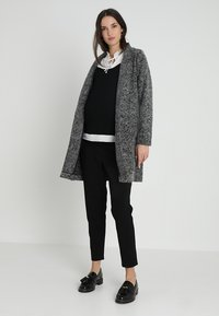 JoJo Maman Bébé - PEGLEG TROUSER - Spodnie materiałowe - black - 1
