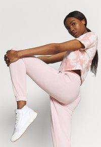 Cotton On Body - LIFESTYLE GYM TRACKPANT - Pantalones deportivos - pink sherbet - 3