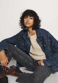 Even&Odd - CROPPED LOOSE CABLE JUMPER - Svetr - sand - 3