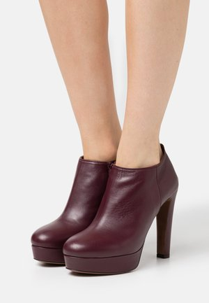 High heeled ankle boots - burgundy