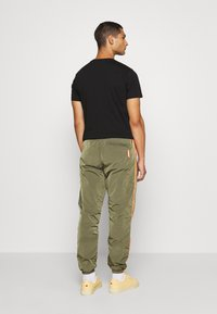 Diesel - DARLEY TROUSERS - Trainingsbroek - olive - 2
