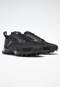 Reebok - AT CRAZE 2.0 FOUNDATION - Zapatillas de trail running - black/grey - 2