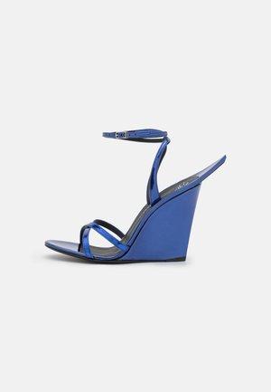 WEDGE - Sandalen met sleehak - zemekis