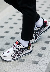 ASICS SportStyle - GEL-KAYANO 5 360 - Sneakers basse - white/black - 7