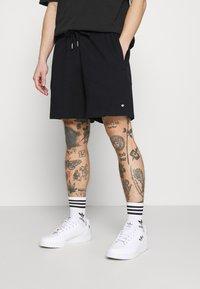 adidas Originals - PREMIUM UNISEX - Shortsit - black - 0