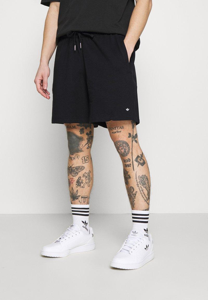 adidas Originals - PREMIUM UNISEX - Shortsit - black