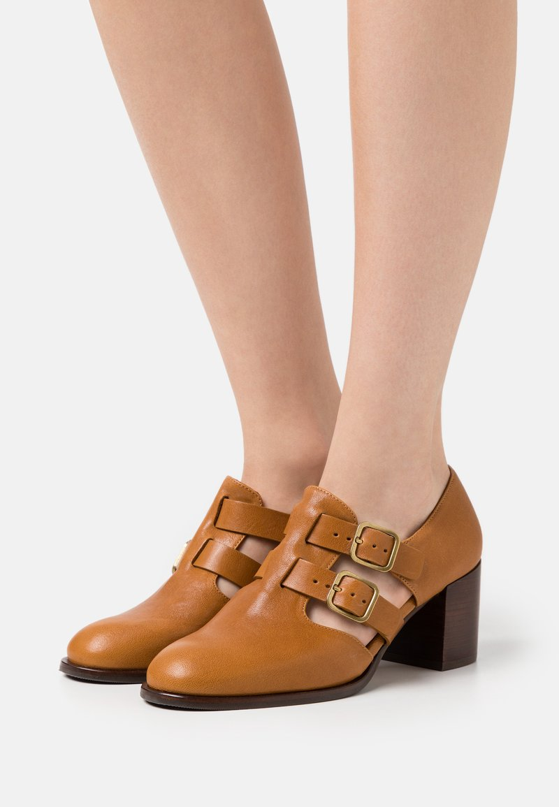 Chie Mihara - TRACI - Classic heels - barna ocre