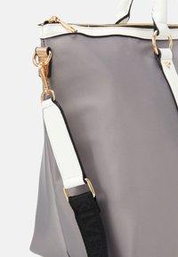 River Island - Weekend bag - light grey - 3