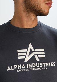 Alpha Industries - BASIC  - Sweatshirt - grey black - 3