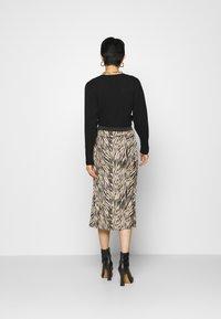 Moss Copenhagen - SANDRA ELLANORA SKIRT - Pencil skirt - black zebra - 2